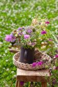 Vaas met zomerbloemen