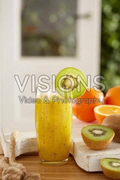 Sinaasappel en kiwi sap