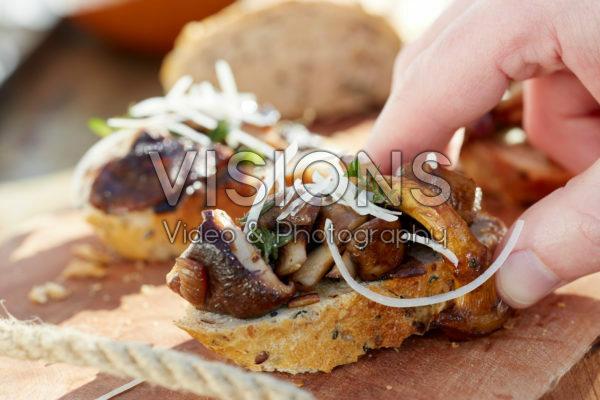 Brood met gebakken champignons